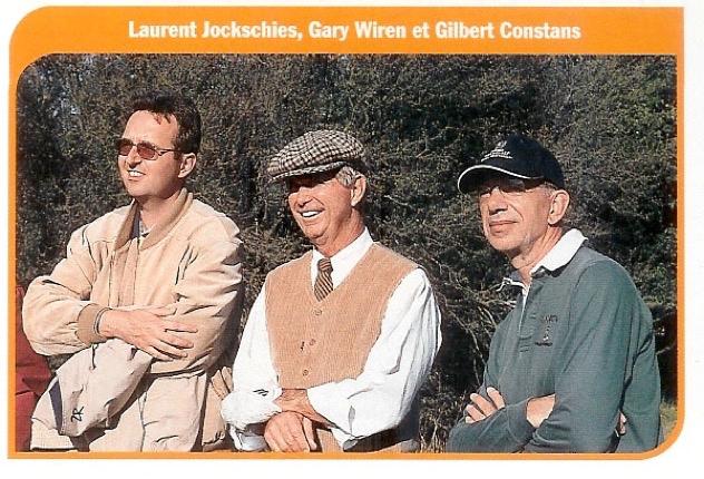 Ici observant des Pros du circuit lors de la venue en France de Gary Wiren (avec le regretté Gilbert Constant, alors Rédacteur en Chef de Golf Magazine)