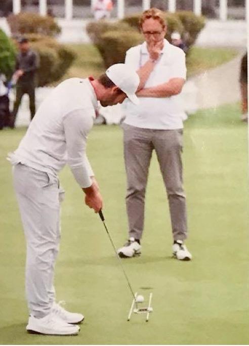 Ci-dessus, contrôle des clés de l'efficacité aux putts courts avec Romain Wattel, joueur de l'European Tour